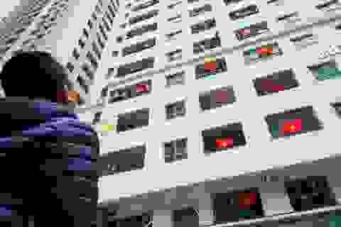 Cả tòa chung cư Hà Nội phủ kín cờ đỏ sao vàng cổ vũ đội tuyển Việt Nam