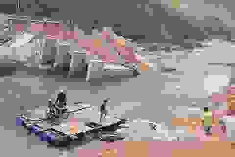 Khánh Hòa: Nỗ lực thi công cầu tạm để giáo viên qua sông dạy học