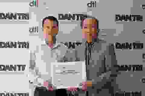 Trao giấy chứng nhận và giải thưởng cho tác giả công trình được vinh danh ở lĩnh vực KHCN