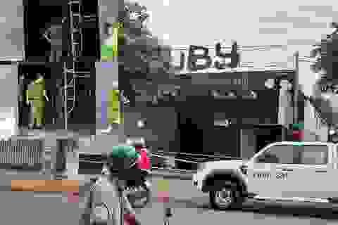 Vụ cháy quán beer club 6 người chết: Chủ thầu sửa chữa thoát nạn nhờ đi mua ốc vít!