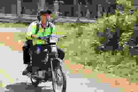 Nhà trường giữ xe, học sinh phổ thông vô tư đi xe máy đến trường ?