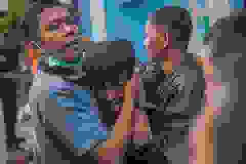 Nỗi đau bao trùm nơi sóng thần càn quét tại Indonesia