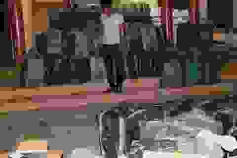 Bắt giữ xe container chở 41.000 gói thuốc lá lậu