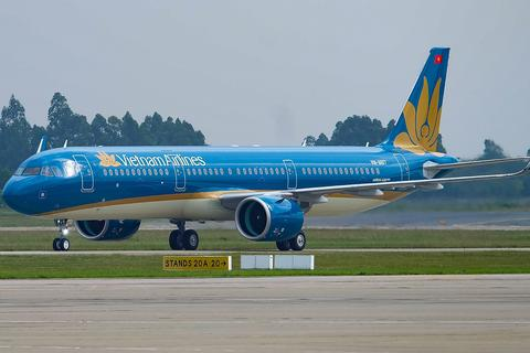 """Hành khách chờ đón đường bay thẳng từ TPHCM đến """"vùng đất hứa"""" Vân Đồn"""