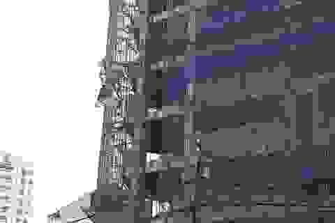 TPHCM: Tai nạn tại công trình 12 tầng, 1 công nhân nguy kịch