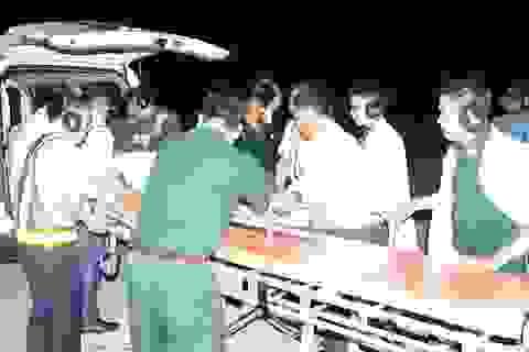 Bác sĩ bay xuyên màn đêm ra đảo cứu người bệnh