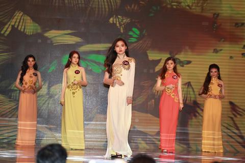 """""""Người giữ hồn"""" cho áo dài Việt - NTK Việt Hùng sẽ đồng hành với Miss UEF 2019"""