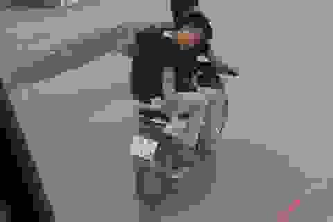 Công an xác minh 2 nam thanh niên đi xe máy rải đinh trước đầu ô tô