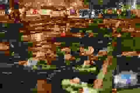Choáng ngợp với cảnh ngập rác trên sân Mỹ Đình sau chiến thắng nghẹt thở