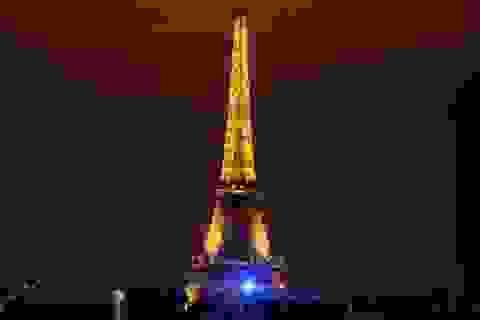Pháp tính đóng cửa tháp Eiffel vì lo bạo động leo thang