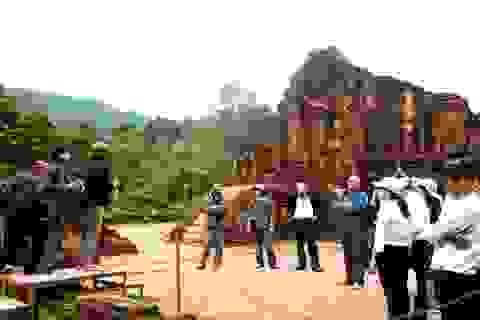 Công tác trùng tu các đền tháp ở Mỹ Sơn mang lại giá trị gốc của di sản