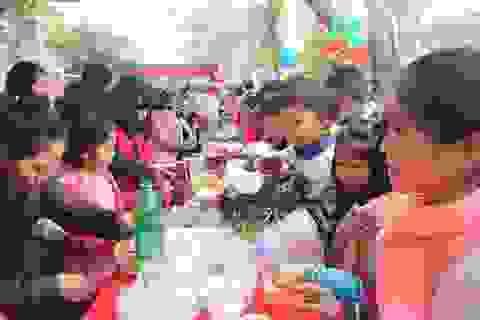 """Rộn ràng """"Hội chợ tuổi thơ"""" cho các em học sinh tiểu học"""