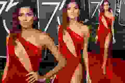 Người đẹp duy nhất mặc váy đỏ hở bạo tại lễ trao giải Quả Cầu Vàng