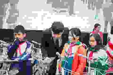Chương trình Nhân ái Xứ Đoài: Trao 1000 suất quà cho người dân huyện Thạch Thất