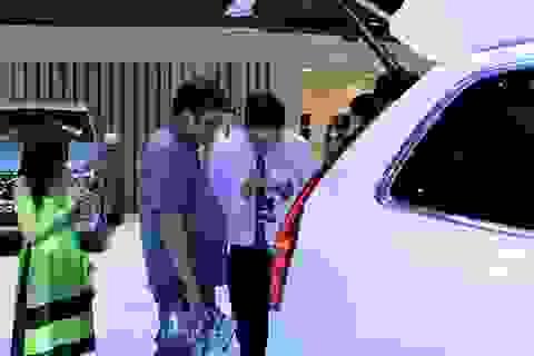 Cao điểm mua ô tô chơi Tết, doanh số của nhiều đại gia xe hơi giảm mạnh