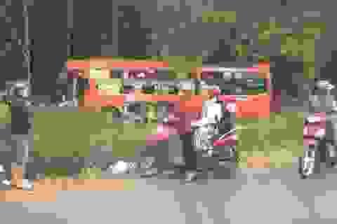 Xe buýt tông xe 7 chỗ, cán chết người rồi lao vào xe khách giường nằm