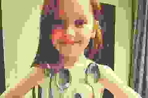 """Di truyền """"siêu năng lực"""", bé gái có sức hút với kim loại như nam châm"""