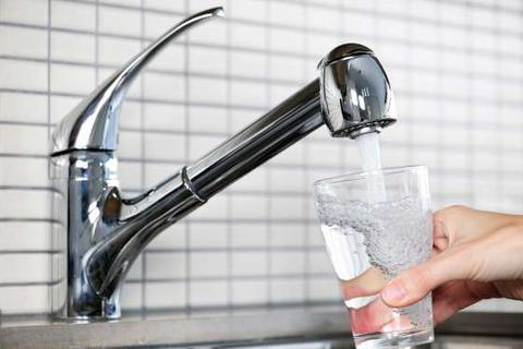 9 dấu hiệu cho thấy bạn uống nước quá nhiều