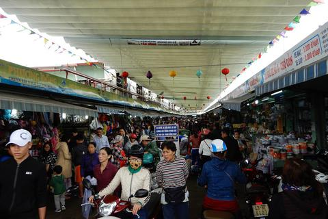 Người Đà Nẵng đổ xô đi chợ sắm Tết