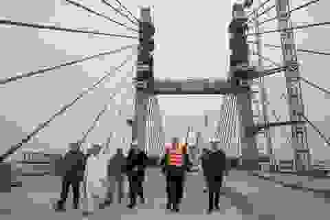30 Tết, kỹ sư, công nhân vẫn hối hả thi công cầu Bạch Đằng