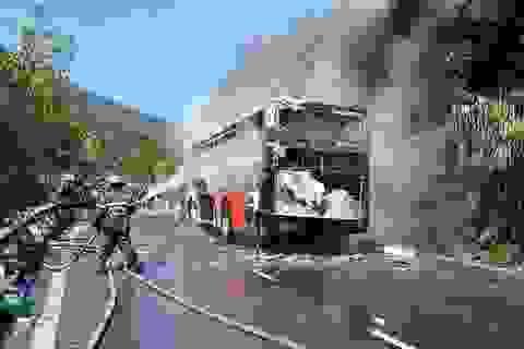 30 Tết, xe khách bốc cháy trên đèo Hải Vân, 29 khách nước ngoài hú hồn