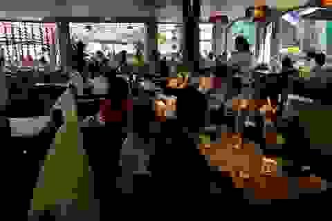 TPHCM: Cà phê, quán ăn đông kín ngày đầu năm