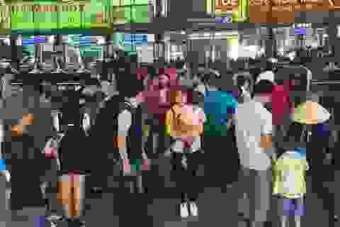 Mùng 2 Tết, sân bay Tân Sơn Nhất bắt đầu nhộn nhịp
