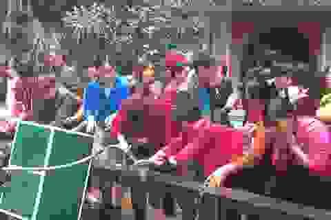 """Chen chân lên Na Sơn Động Phủ rửa mặt, uống """"nước thánh"""""""