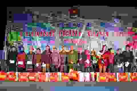 Đoàn viên Quảng Trị tặng quà, khám bệnh miễn phí cho người dân miền núi