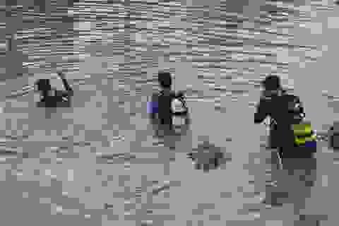 Tìm kiếm người phụ nữ chìm dưới sông Maspero
