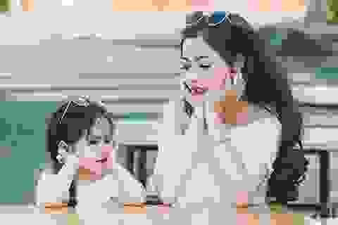 Mùa xuân ấm áp của hai mẹ con xinh đẹp, đáng yêu