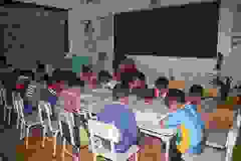 Tình nguyện dạy kèm buổi tối cho học sinh yếu