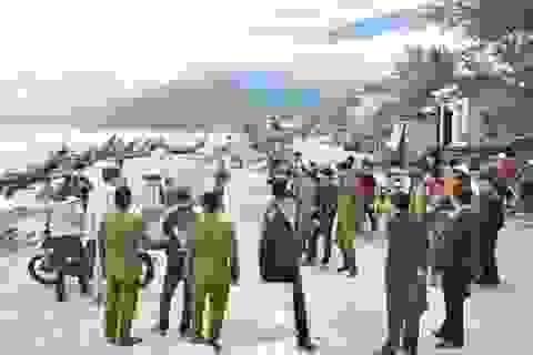 Đôi nam nữ tâm sự bên bãi biển bị cướp dùng kiếm cướp tài sản