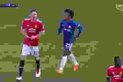 Willian đuổi theo Matic đọc chỉ thị của HLV Mourinho