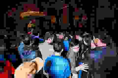 Đình chỉ một loạt cán bộ Kho bạc Nhà nước đi lễ chùa giờ hành chính