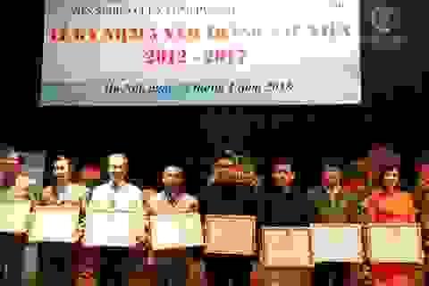 Viện nghiên cứu và ứng dụng tiềm năng con người trao bằng khen cho người sáng lập Thiền Việt