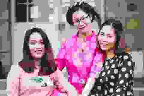 Nam thanh nữ tú mặc áo dài quảng bá văn hóa Việt tại Pháp