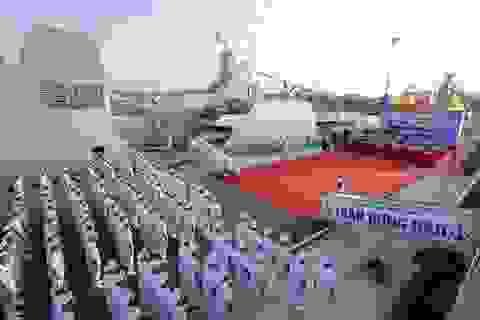 Thượng cờ 2 tàu hộ vệ tên lửa Trần Hưng Đạo và Quang Trung