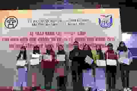 Quỹ Khuyến học Việt Nam trao tặng 31 suất học bổng đến sinh viên nghèo vượt khó ĐH Thủ đô Hà Nội
