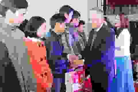 """Quảng Trị: """"Tết sum vầy 2018"""" trao 200 suất quà cho công nhân có hoàn cảnh khó khăn"""