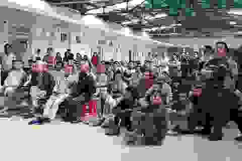 Hàng trăm bệnh nhân cổ vũ cho U23 Việt Nam tại bệnh viện