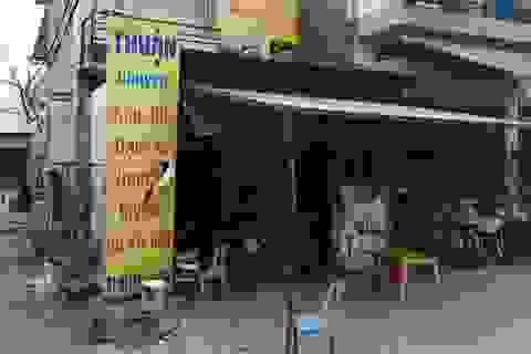 Hàng chục thanh niên đập phá, ném bom xăng đốt tiệm sơn xe máy