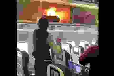 Kinh hãi vụ pin dự phòng phát nổ và bốc cháy ngùn ngụt trên máy bay