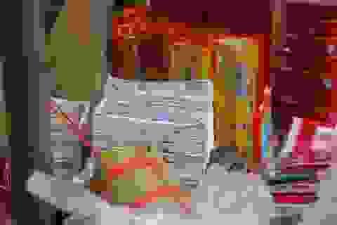 Dịch vụ đổi tiền lẻ chèo kéo khách phớt lờ quy định
