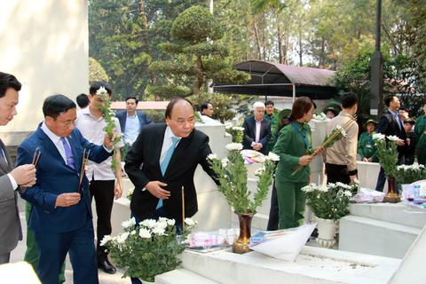 Thủ tướng Nguyễn Xuân Phúc dâng hương tại Khu di tích Ngã ba Đồng Lộc