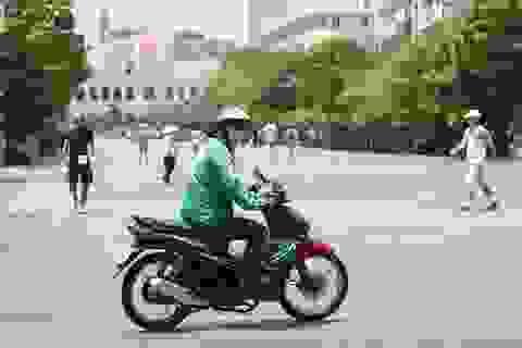TP.HCM: Xe máy, xe đạp vẫn ngang nhiên chạy vào phố đi bộ