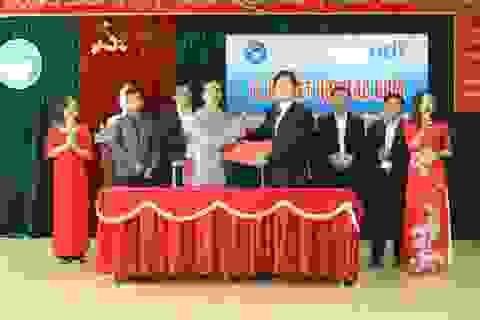Ký kết hợp tác giữa ICTU với EDX