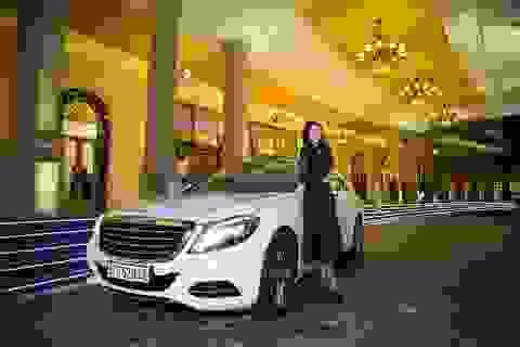 Hoa Hậu Trần Huyền Nhung ngồi ghế nóng cuộc thi sắc đẹp ngành sân khấu điện ảnh