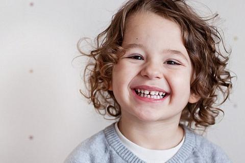 """Khi nào trẻ em bắt đầu phát triển """"bộ não xã hội""""?"""