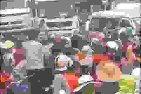 Người dân lại chặn Quốc lộ 1 phản đối xây nhà máy chế biến thủy sản